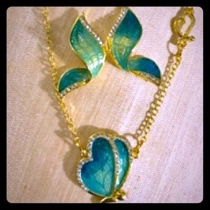 Jewelry - 🦋Green & Gold Butterfly🦋Necklace